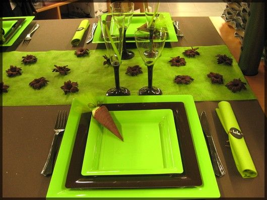 Table de f te super vitamin e marron chocolat et vert pomme pour plus d 39 - Idee deco table de fete ...