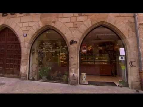 Funny cat glass door french restaurant show clip the noise the in case youre not familiar la meilleure boulangerie de france is a french television program about a cat that runs at full speed into a glass door planetlyrics Gallery