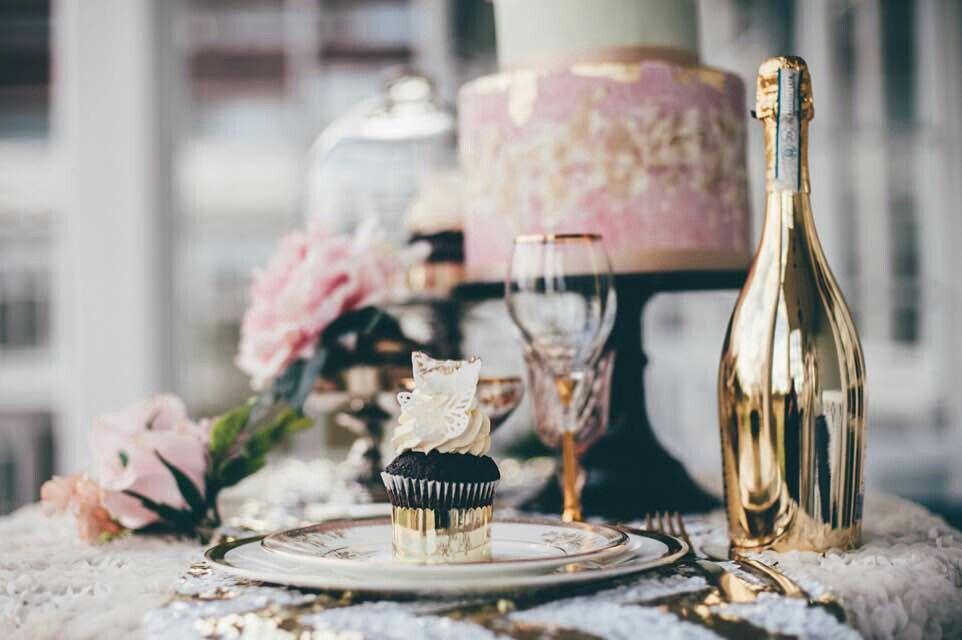 This table - Pink and Gold - www.maxfoto.no - Photographer Jon M Sandbu