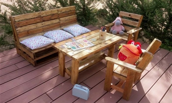 comment décorer un espace extérieur avec meubles en bois ...