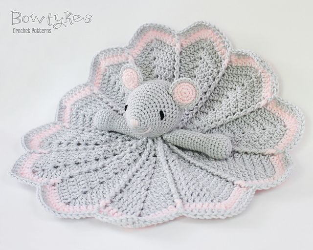 Wee Mouse Lovey pattern by Briana Olsen | Manta, Cobija y Ganchillo