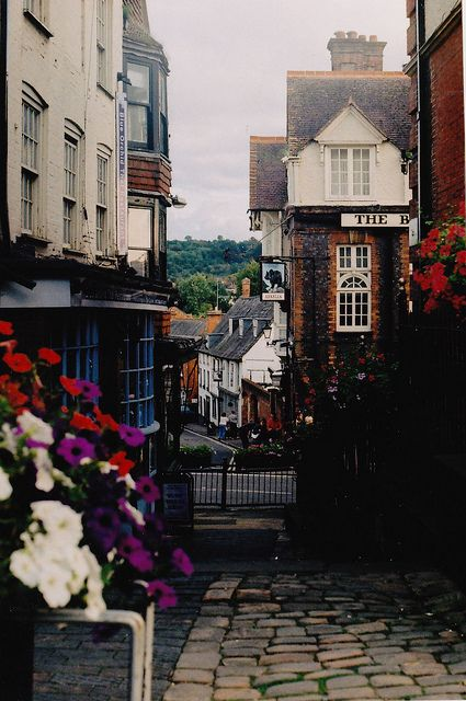 Marlborough, Wiltshire. Gorgeous! Love the little alley ways. #Travel #SeeTheWorld –– WeHeartIt.com