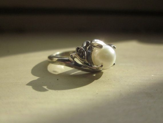 Jm Fox 12 Karat White Gold Ring With Cultured Pearl By Erasbygone White Gold Rings Gold Rings White Gold