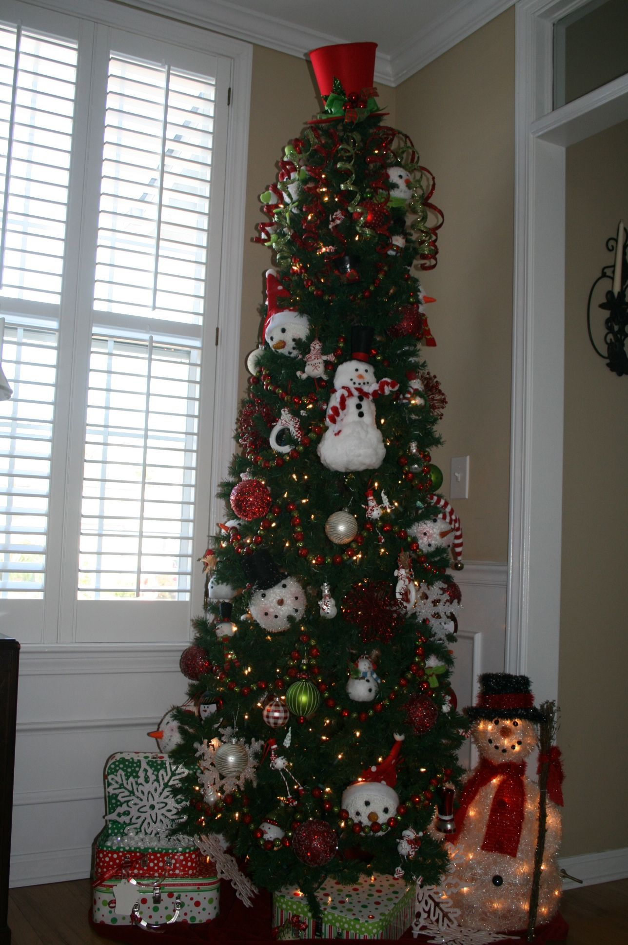 """This tree is """"SNOW"""" much fun! 