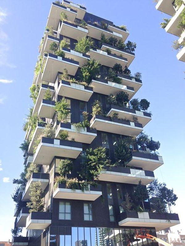 まるで緑の塔 自然と一体化したマンションが素敵 Isuta イスタ