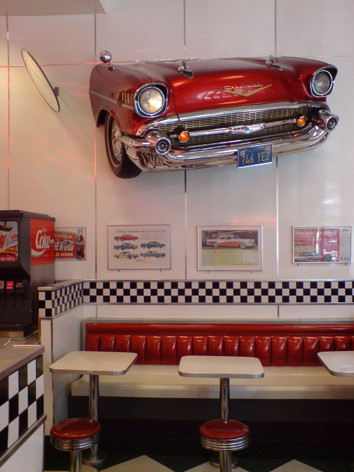 Pseudo 19s American Diner.  Cuisine rétro, Bar rétro et Deco retro