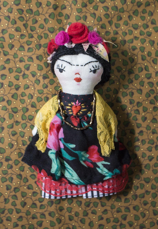 artdoll by @tayrinecruz #fridakahlo #doll #handmade instagram.com/tayrinecruz/