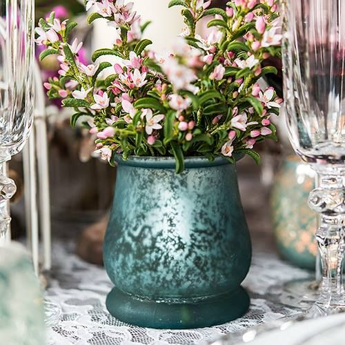 Create an amazing and simple tablescape with these bell shaped tea light holders. http://bit.ly/2935CVj #weddingcenterpiece