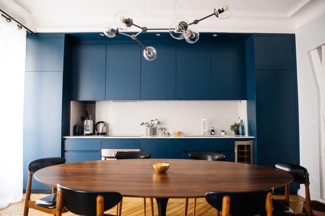 Une cuisine ouverte sur la salle à manger Salons, Kitchens and