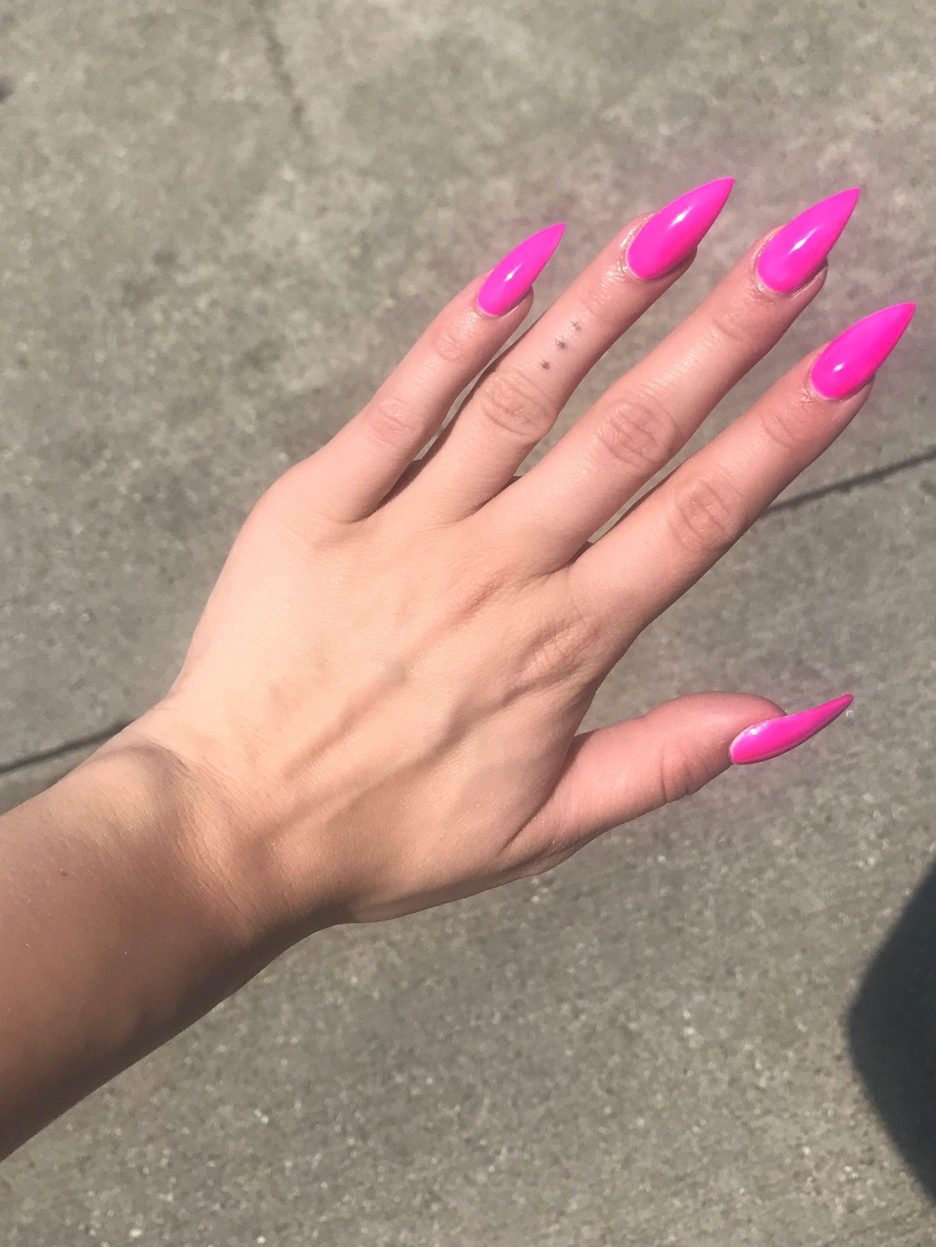 Barbie Pink Stiletto Nails Xqueen0fheartsx Pink Stiletto Nails Barbie Pink Nails Pink Nails