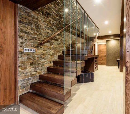 Las escaleras interiores resuelven la comunicación vertical