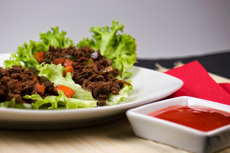 [Low Carb] Asiatisches Hackfleisch im Salatblatt mit süß-saurer Soße