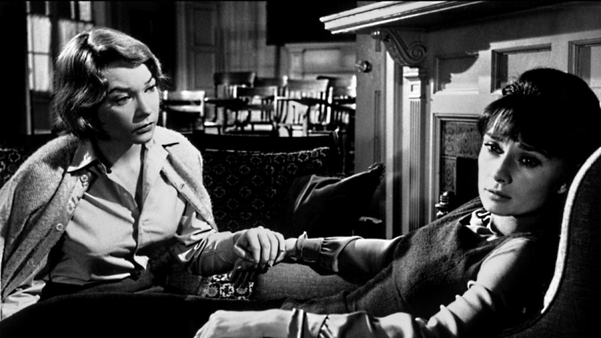 """.: Com Audrey Hepburn e Shirley McLaine, clássico """"Infâmia"""" discute intolerância no """"Cine Comunidade"""", em Santos #AudreyHepburn #ShirleyMcLaine #Infâmia #intolerância #CineComunidade #Santos #Resenhando #SiteResenhando"""
