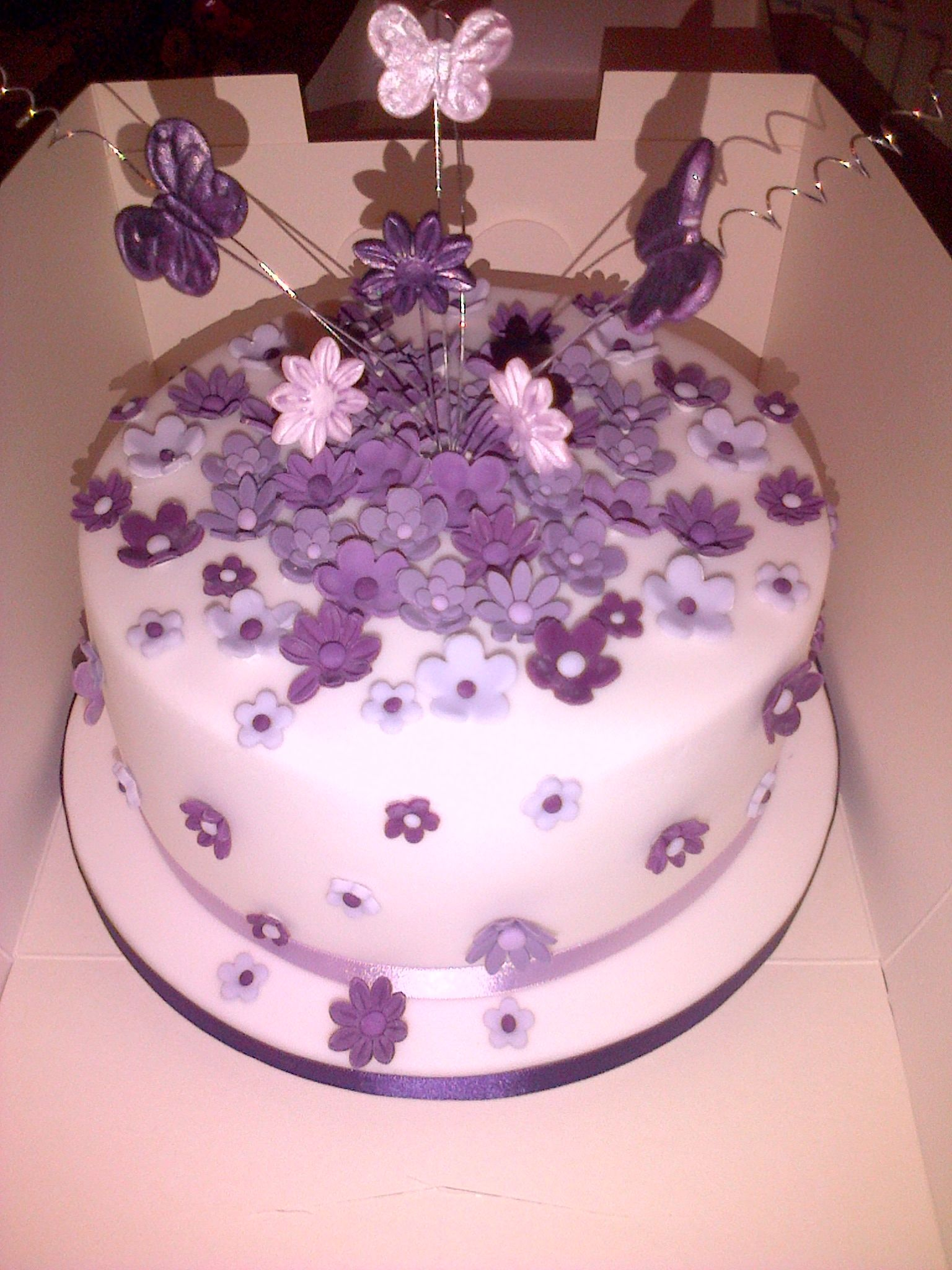 Purple and white, butterflies and flowers. | My cakes | Pinterest ...