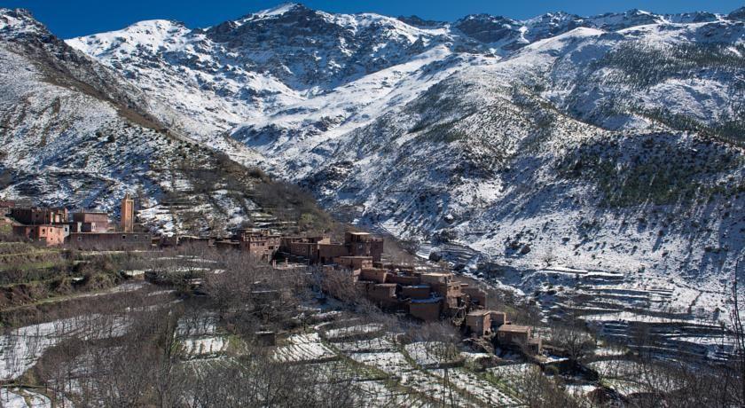 BOOKING.COM: €10 Die Riad Imlil Lodge befindet sich 8 km vom Tal Imane und 12 km vom Tal Azzaden entfernt und begrüßt Sie mit einer beeindruckende Aussicht auf das...