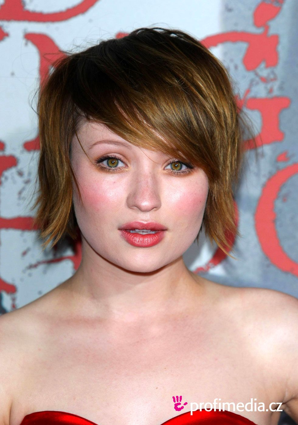 Emily Browning Haircut Emily Browning Hairstyles Pictures Emily