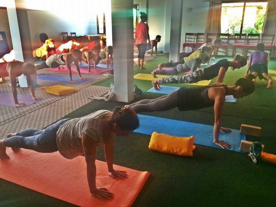 How to Choose the Right Yoga Teacher Training School For ...