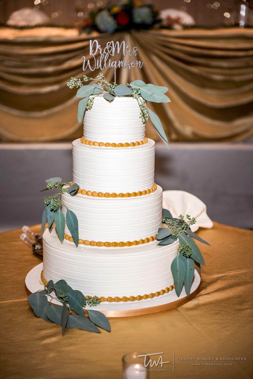 Incorporating Leafy Greens In The Wedding Cake Decor Twa
