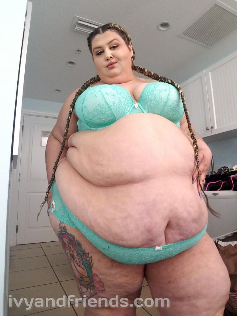 Ssbbw on the bed in pink panties