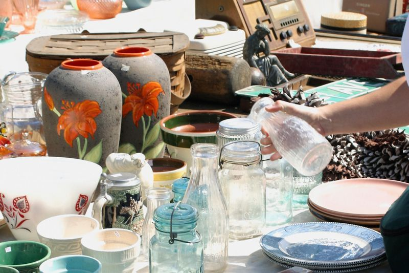 Learn Flea Market Lingo and Yard Sale Terms With This Glossary