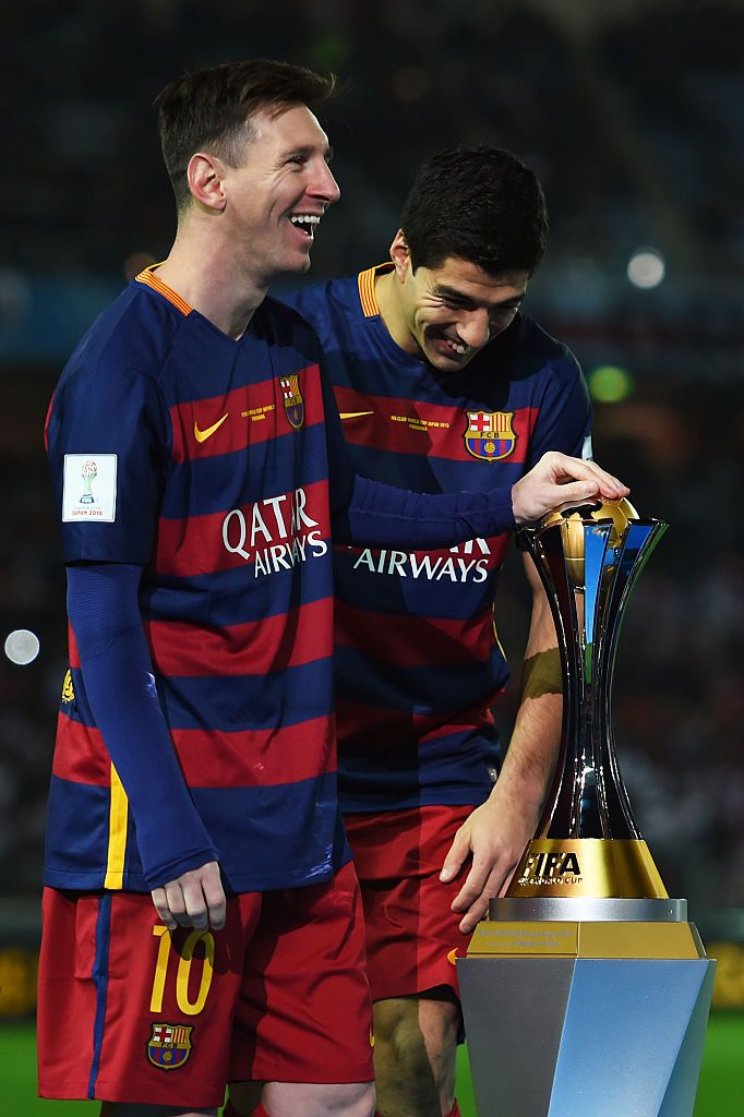 Yokohama Japan December 20 L R Lionel Messi And Luis Suarez Of Barcelona Celebrate With The Trophy Following Their T Luis Suarez Barcelona Team Barcelona