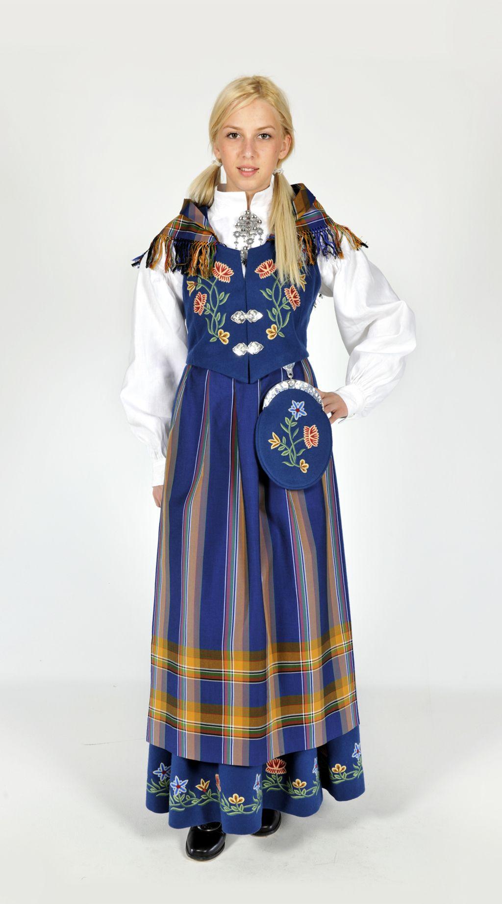Fashions From History Scandinavian Dress Scandinavian Fashion Norwegian Clothing