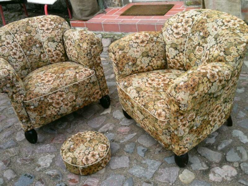 2 Superweiche Bequeme Sessel Mit Federkernpolsterung Und Einem Dazugehorigen Fussablagehocker Originalbezuge Dicke Echtholzbei Bequeme Sessel Sessel Hocker