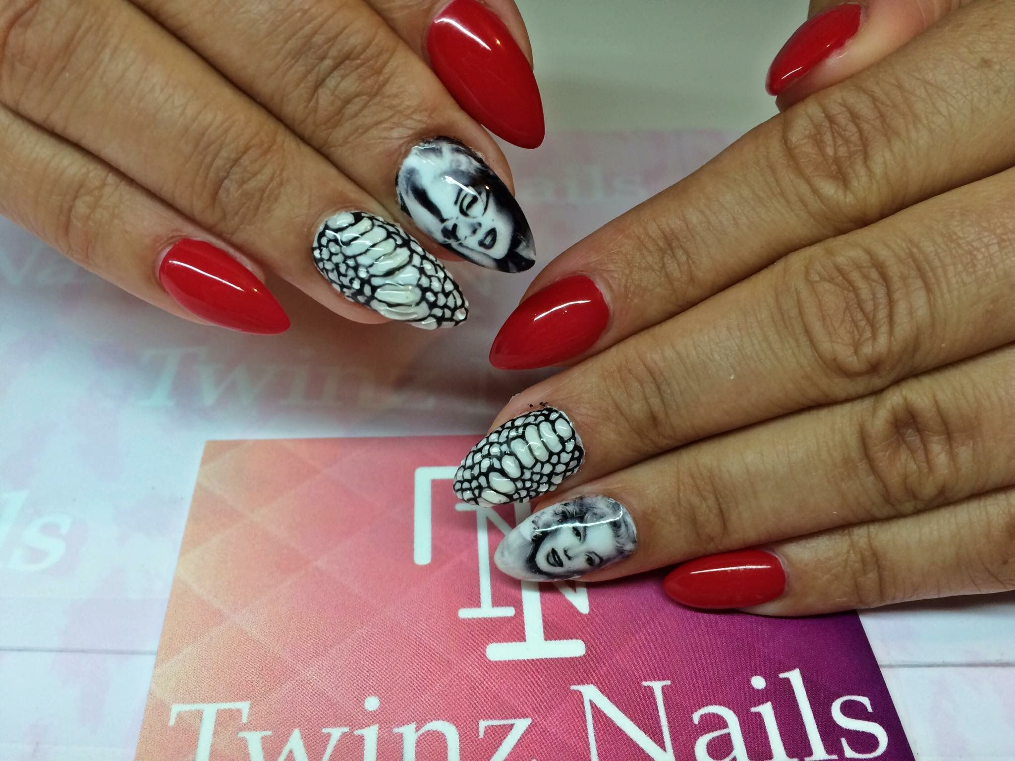 Marilyn Monroe nails by @twinznails | Character Nails and Pop Art ...