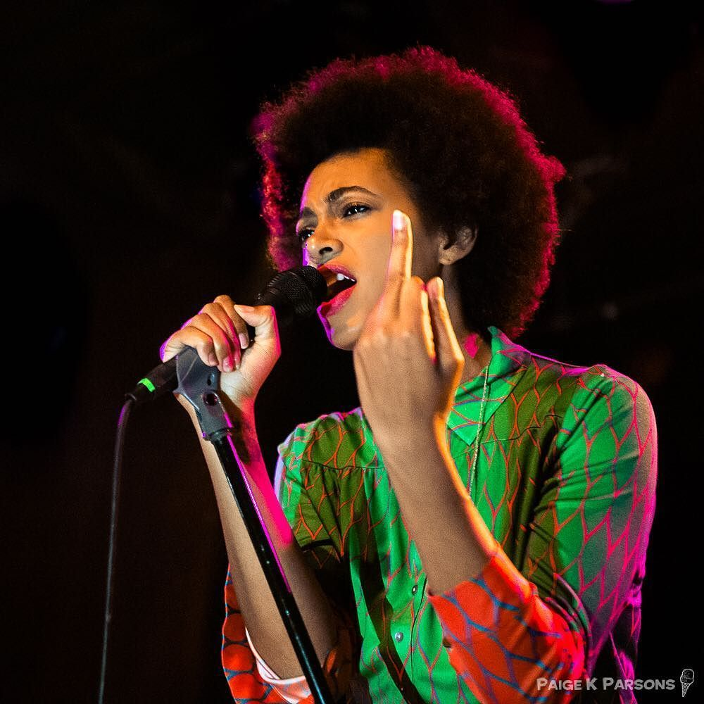 Solange has a message for you... #solange  #concertphotography #thefinger