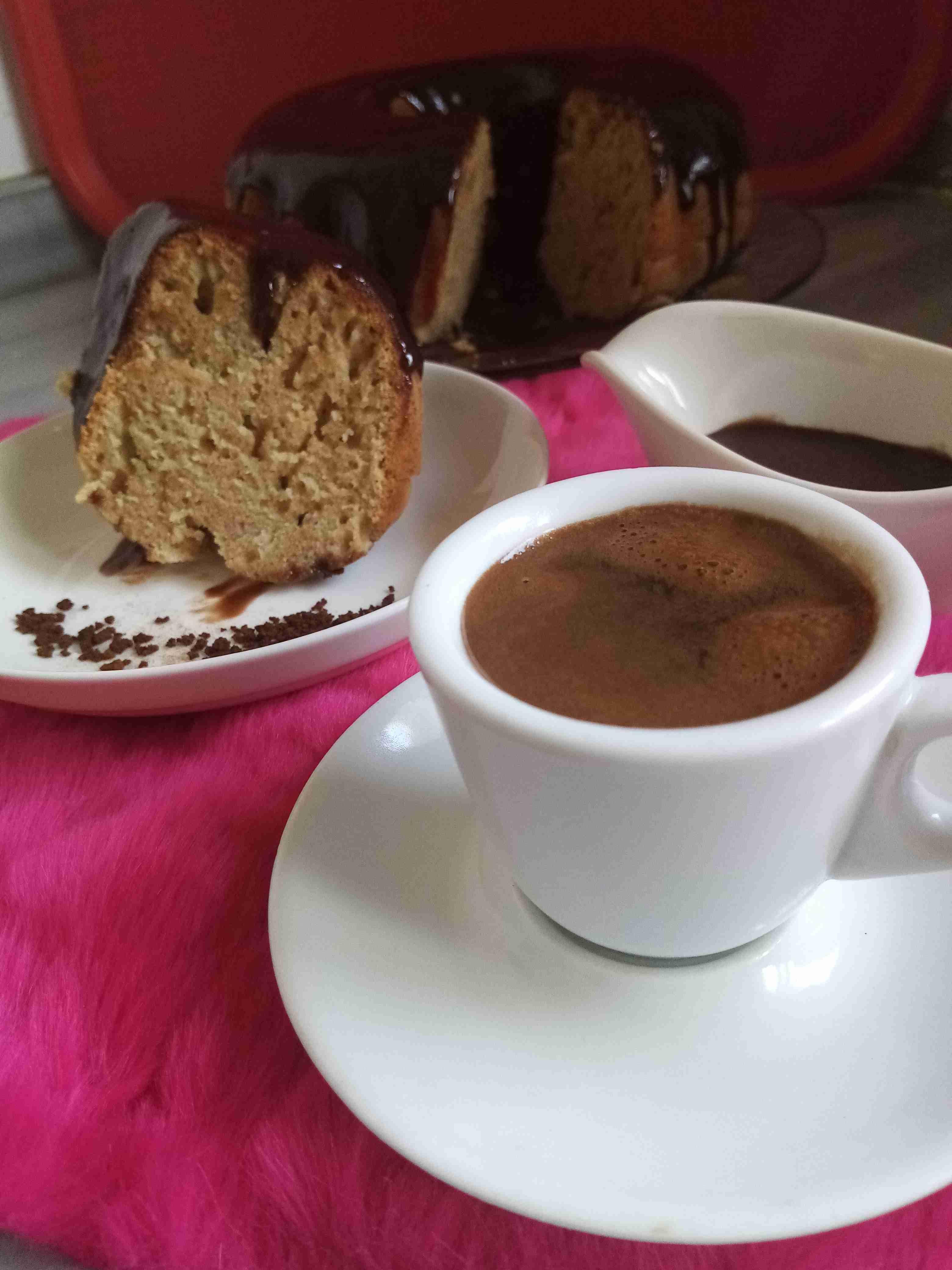 كيكة النسكافيه بصوص النسكافيه زاكي Recipe Desserts Yummy Tableware
