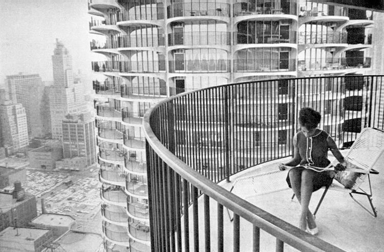 45th floor, Marina City (by Bertrand Goldberg), Chicago, 1964. Classic 60s apartment living. Icon of modern design. Black and white photography.