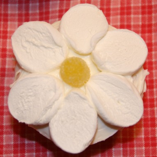Decorate your cupcakes without sprinkles - marshmallows