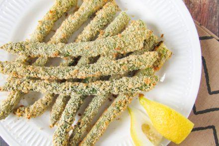 Vegan wrap hapjes met filet americain, rode ui en rucola - Simplyvegan.nl #wrapshapjes
