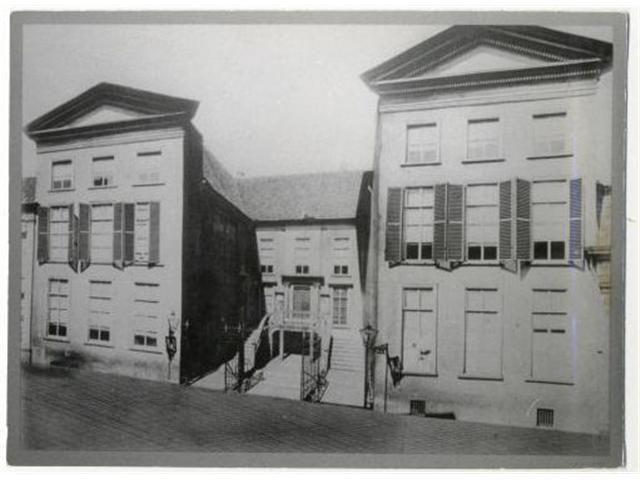 De in 1895 gesloopte rechtbank aan de Catharinastraat.