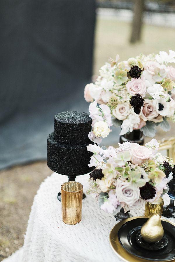 Black wedding cake   fabmood.com