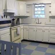 How to paint outdated linoleum floor