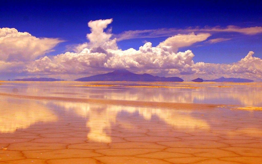 Salar de Uyuni, Bolivia. Ummm bucket list FOR SURE