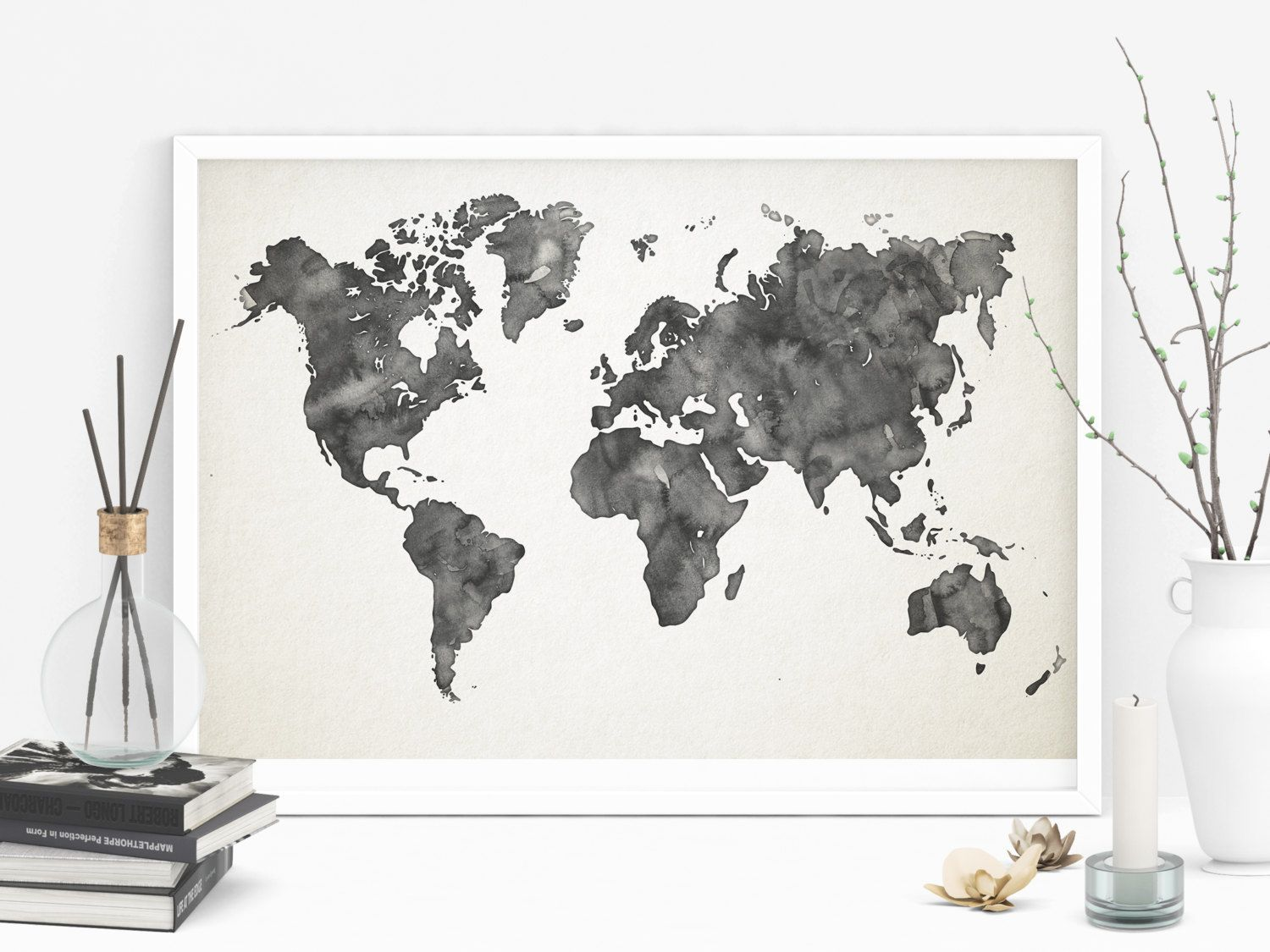 carte du monde aquarelle gris imprimable affiche carte monde d cor de bureau l cole muraux. Black Bedroom Furniture Sets. Home Design Ideas