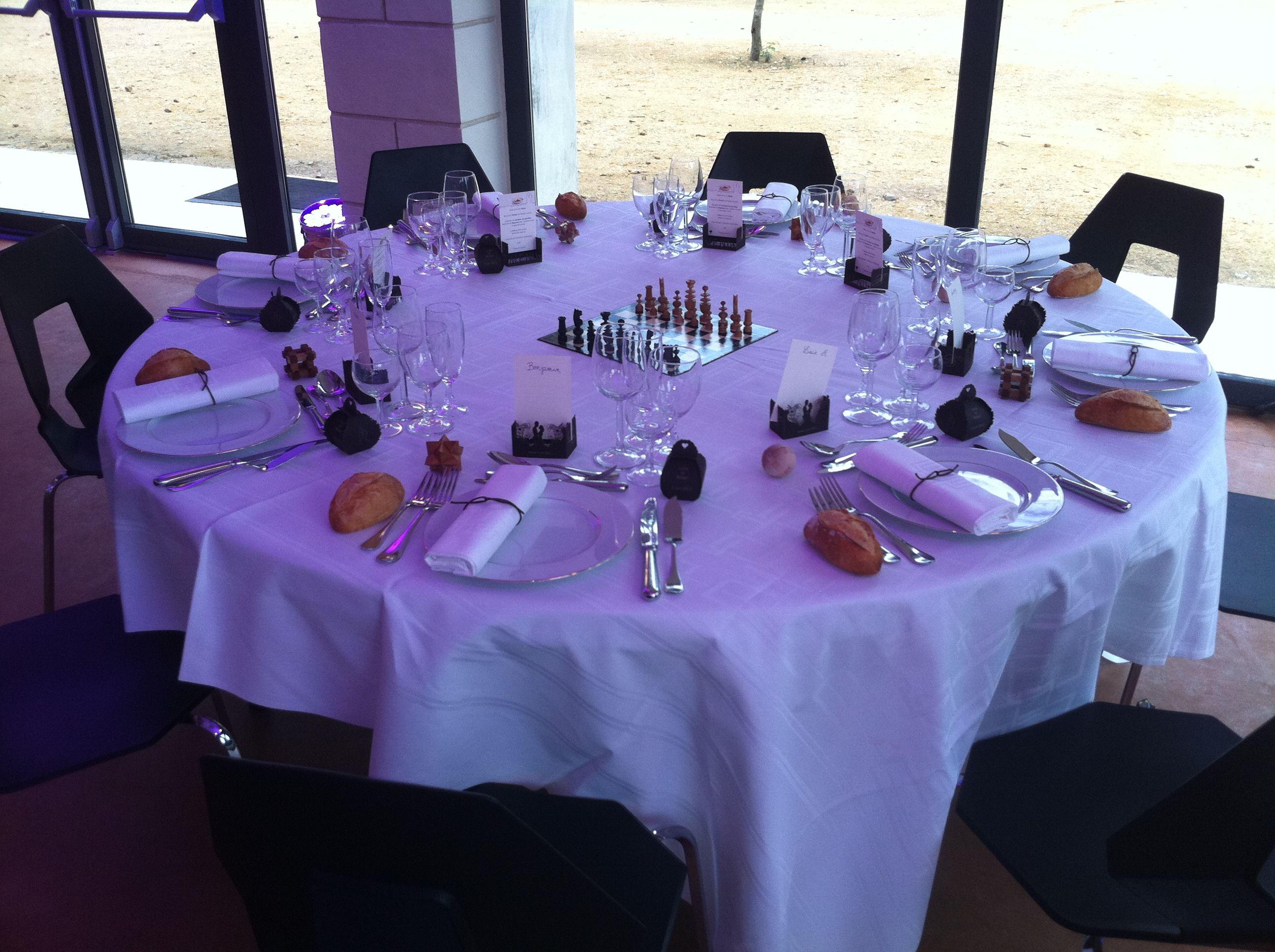 Les jeux de société étaient présents en décor de table un jeu par