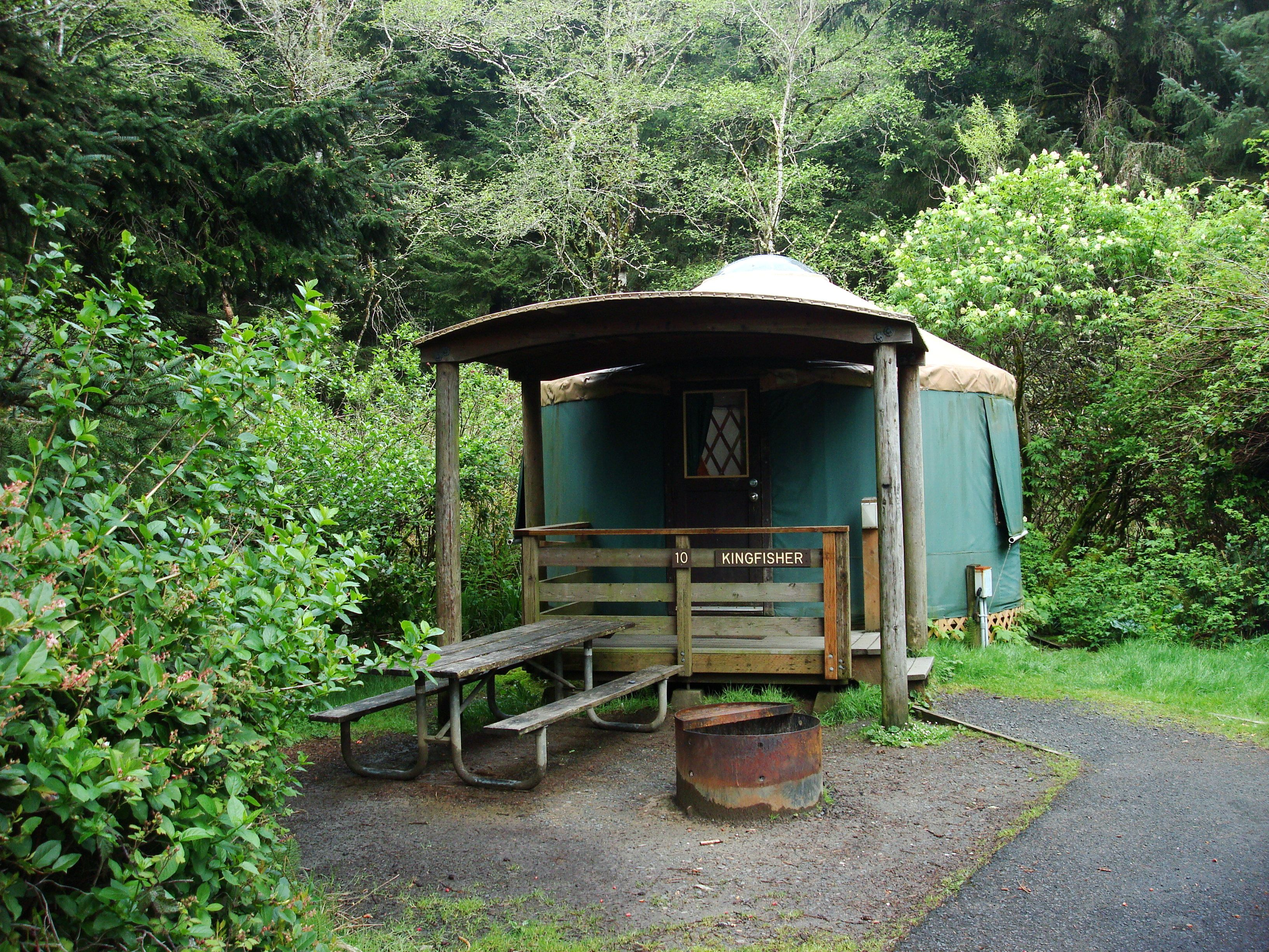 Our lil yurt at beverly beach state park in oregon for Oregon state parks yurts and cabins