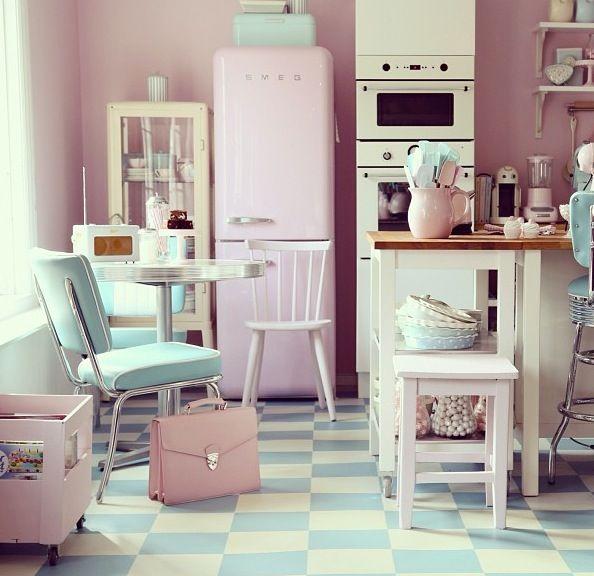 Perfect 50's kitchen Küche retro, Rosa küchen, Retro zuhause