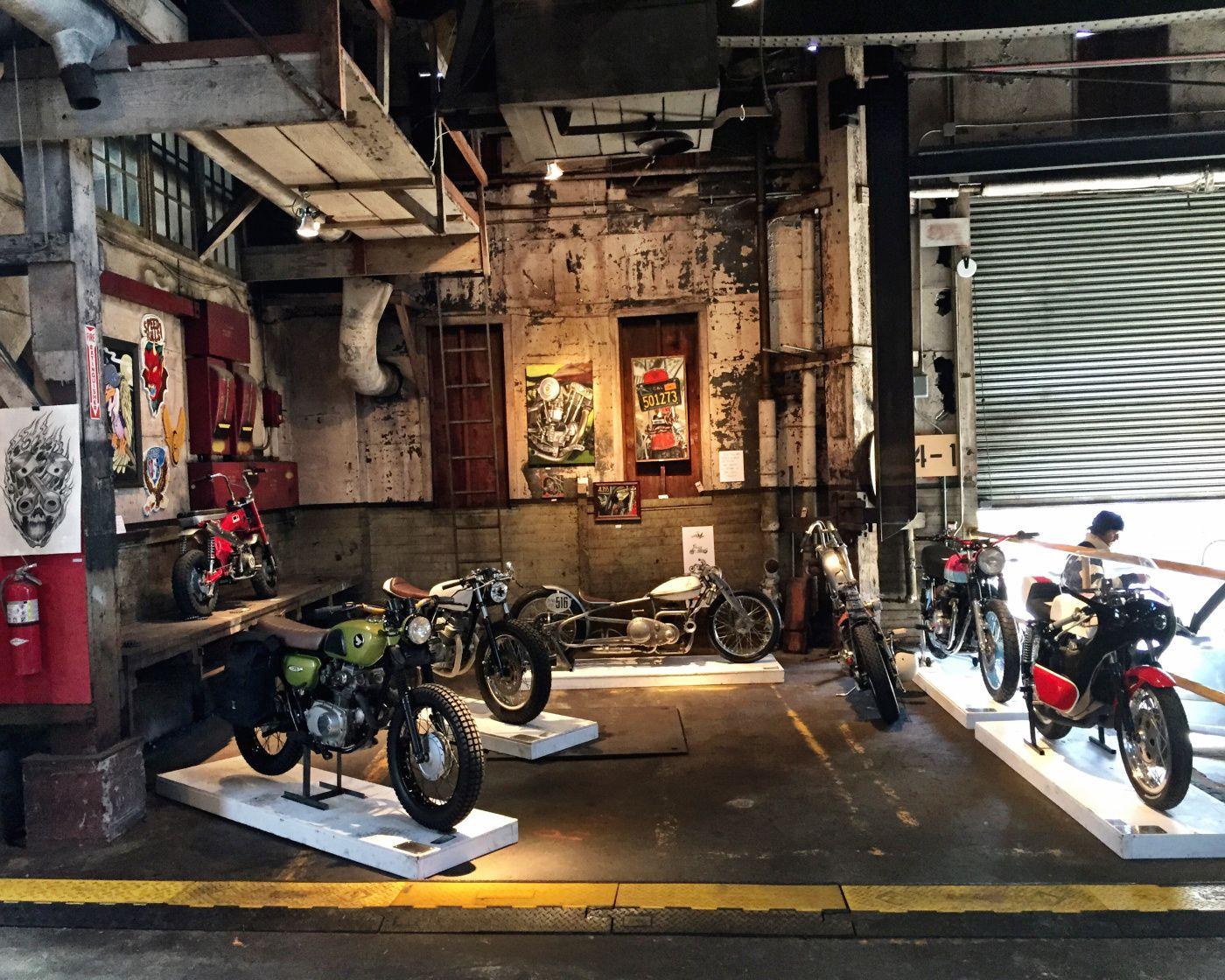 историческом красивые гонщики в гараже фото опухоль