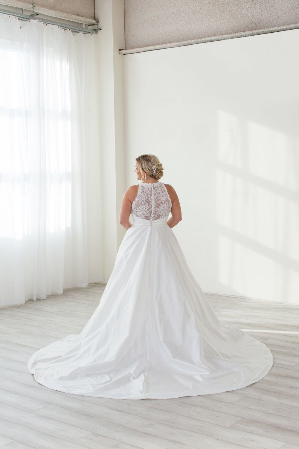 Buttons Allllll The Way Down The Back Of This Classic And Elegant Wedding Dress L Wedding Dress With Pockets Wedding Dresses Plus Size Wedding Dresses Unique