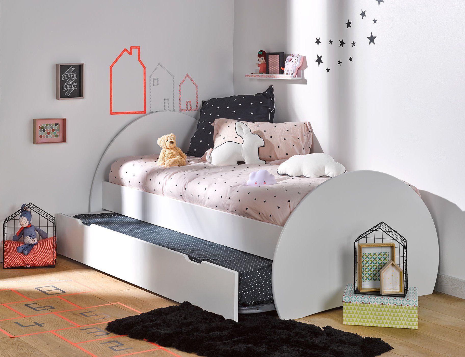 un lit gigogne tout rond pour chambre d 39 enfant ou de petite fille blanc pour inviter des copines. Black Bedroom Furniture Sets. Home Design Ideas