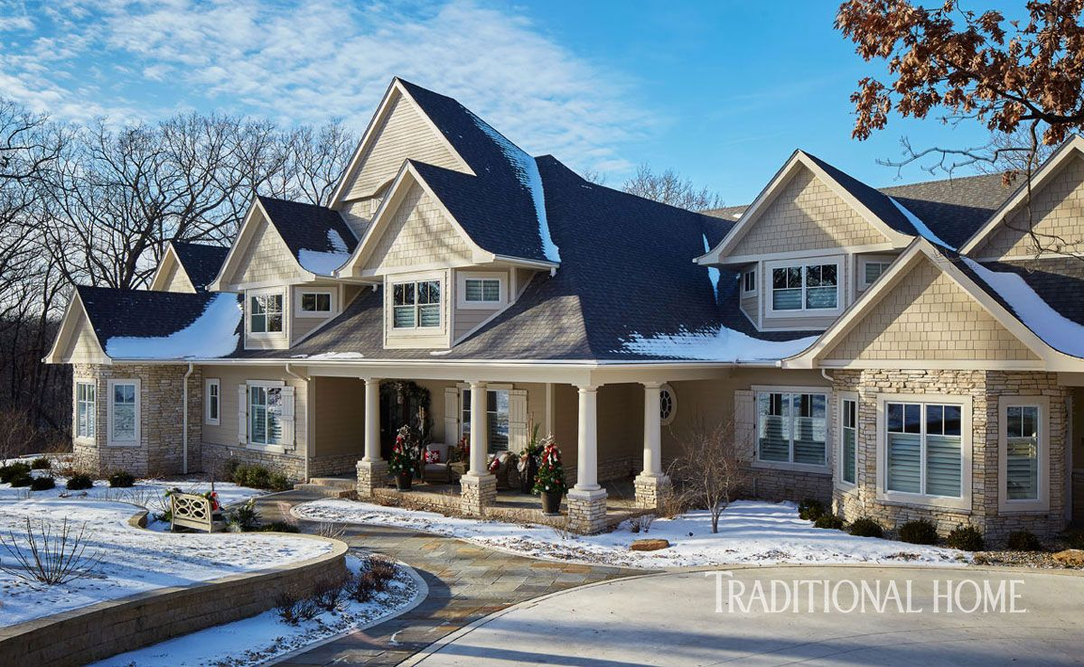 Harmonious Holiday Hues In A Midwestern Home Traditional Home Exteriors Traditional Home Magazine House Designs Exterior
