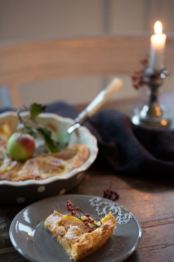 Manchmal muss es einfach Birne sein. Mit Blätterteig geht dieser Birnen-Pudding-Kuchen besonders schnell, schmeckt leicht und nicht zu süß. Perfekte Auszeit