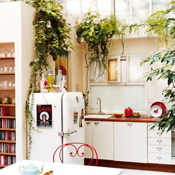 Love the light, color and plants with the perfectly revamped retro - Idee Deco Cuisine Vintage
