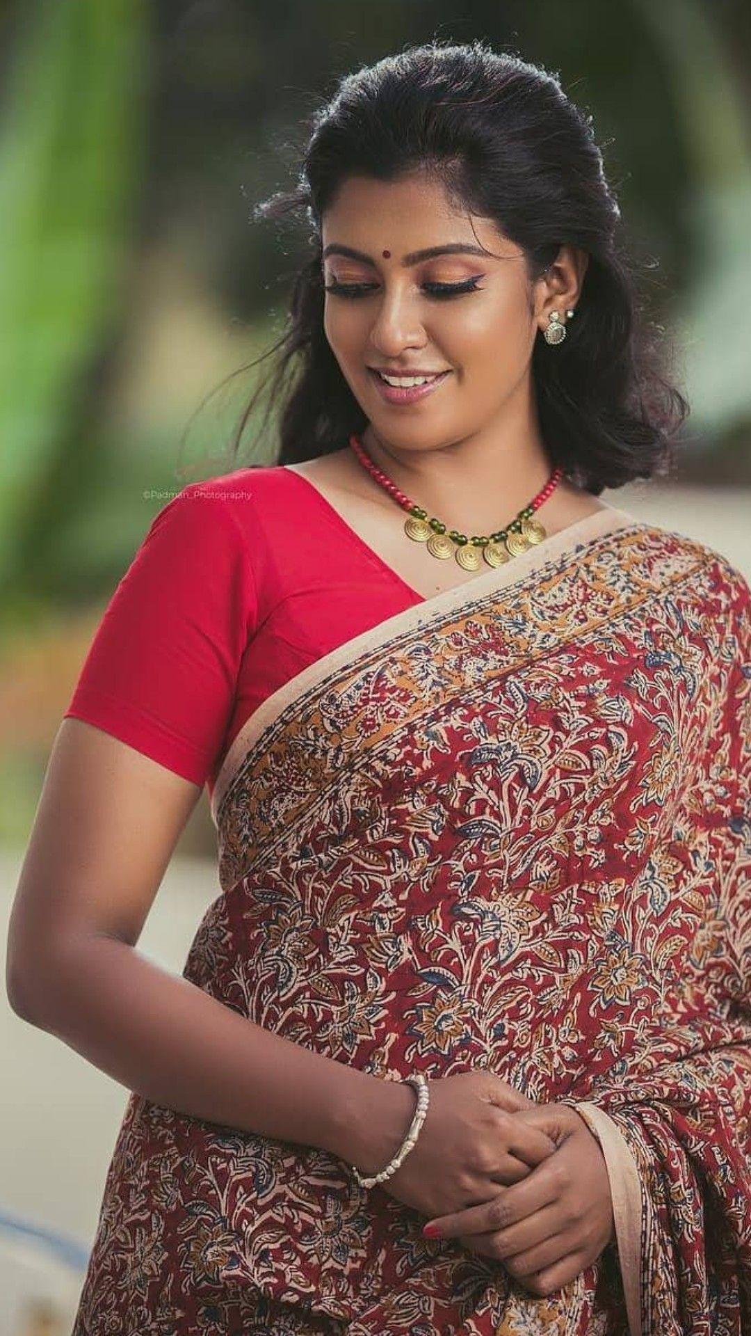 Beautiful Indian woman Indian Aunty, Indian Ethnic, Indian Girls, Beautiful  Saree, Indian f230acd6bb