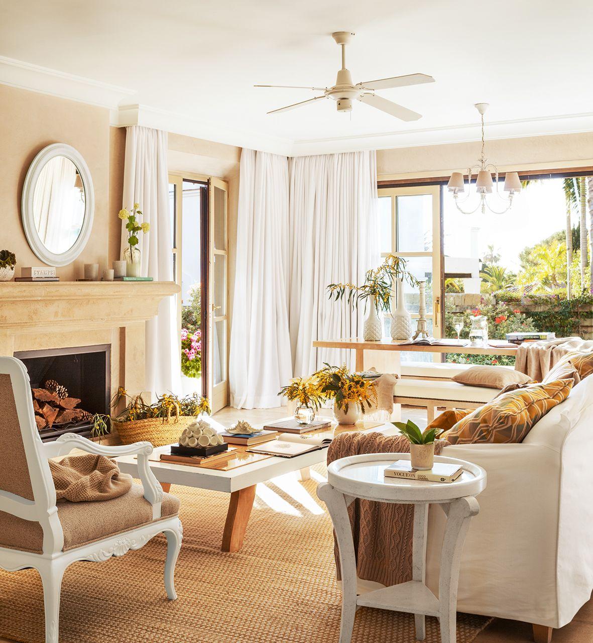 Salon Con Ventilador En El Techo En Beige Y Blanco Lujos Salon Y - Salones-blanco-y-beige