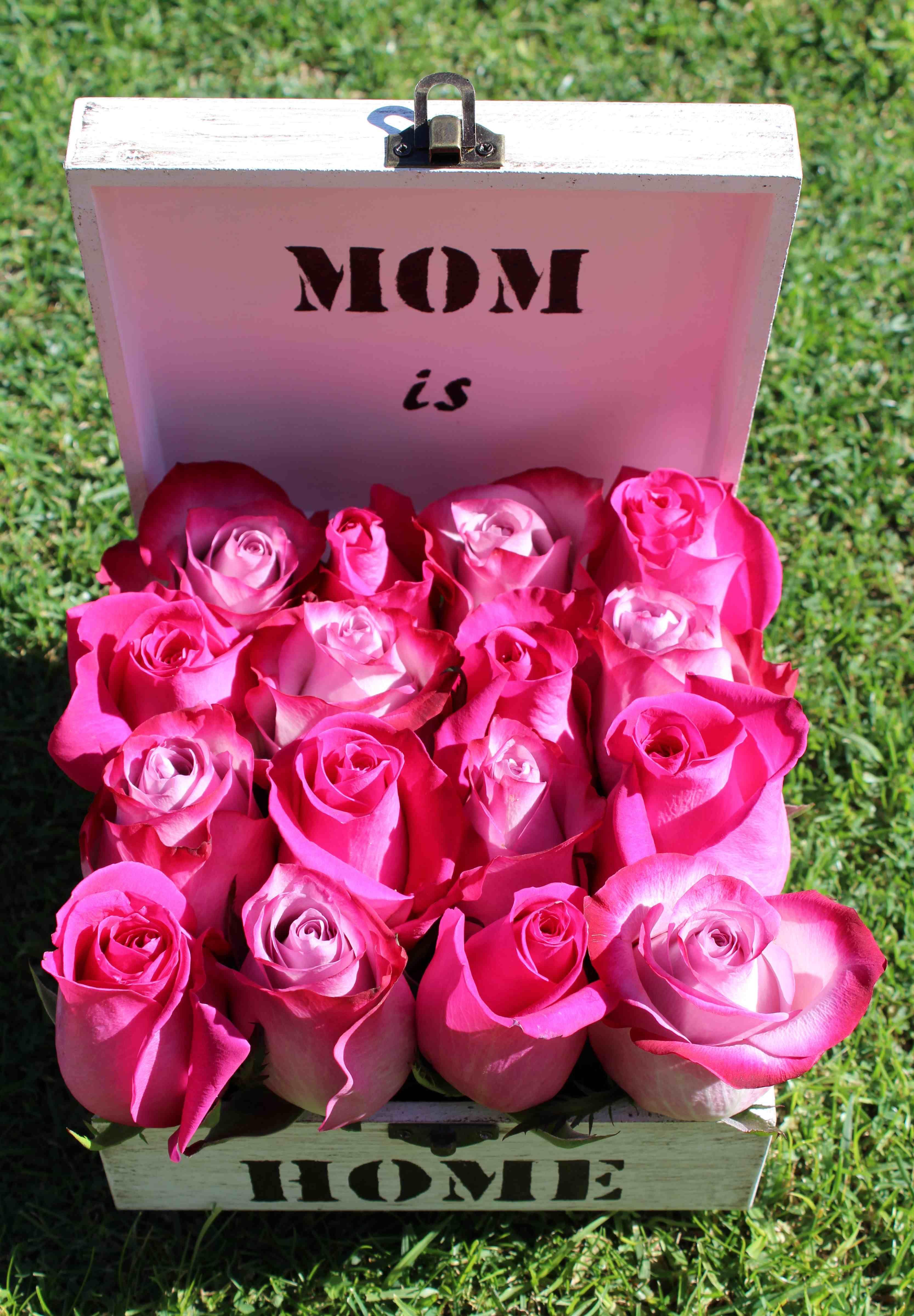 Rosas en caja de madera personalizada para cada una de mis amigas